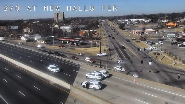 Police cars on WB I-270 at New Halls Ferry (Creditt: KMOV)