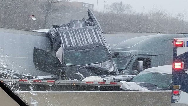 Slick roads cause pile-ups in Missouri