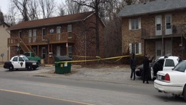 Crime scene tape outside an apartment building on Jerome (Credit: KMOV)