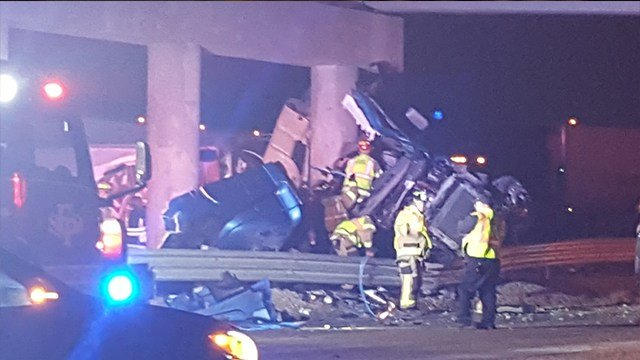 Emergency Responders on scene with multi-vehicle accident involving a tractor trailer in Sullivan ( News 4 Viewer)