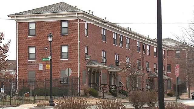 News 4 speaks with residents facing rodent problems at the Peabody Apartments in St. Louis ( Credit: KMOV)