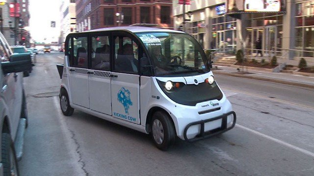 New electric cabs will be available for riders in the downtown on Monday Feb.19  (Credit: KMOV)