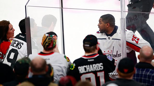 Washington Capitals right wing Devante Smith-Pelly (25) argues with Chicago Blackhawks fans from the penalty box during the third period of an NHL hockey game Saturday, Feb. 17, 2018, in Chicago. (Credit: AP)