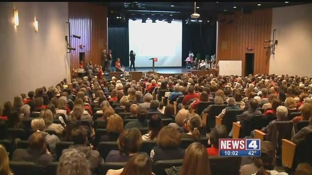 Hundreds packed Hixson Middle School to discuss how they can demand gun reform. Credit: KMOV