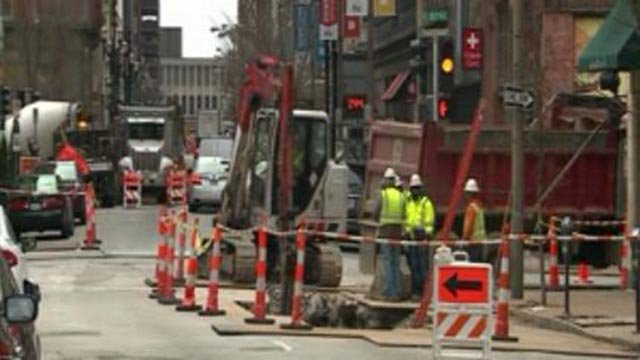 Construction workers in downtown St. Louis (Credit: KMOV)