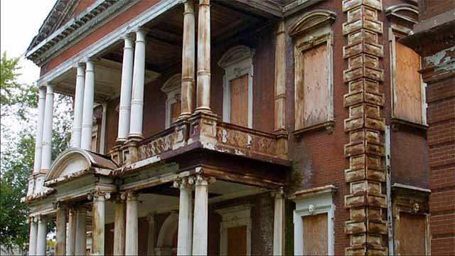 A handful of St. Louis residents are working to restore the Clemens House, a piece of north St. Louis history damaged in a massive fire almost a year ago. Credit: KMOV