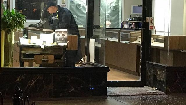 An officer inside Kessler Mroz Jewelry Tuesday (Credit: Justin Andrews / News 4)