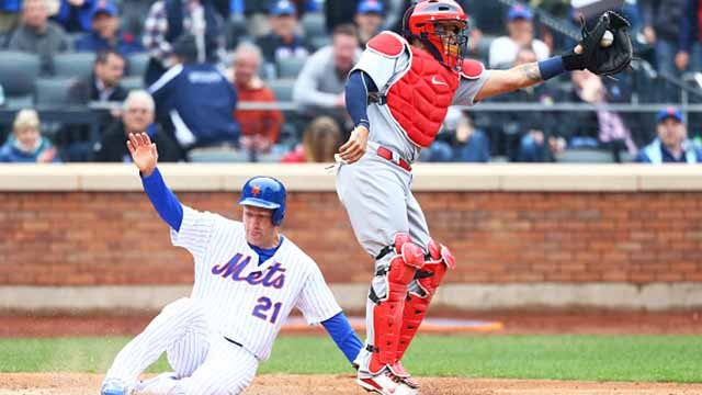 Todd Frazier #21 of the New York Mets scores on Adrian Gonzalez #23 RBI single in the fifth inning in front of Yadier Molina #4 of the St. Louis Cardinals on Opening Day at Citi Field on March 29, 2018. (Photo by Mike Stobe/Getty Images)