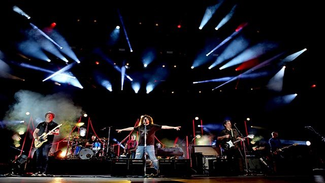 Photo of Counting Crows performing (Credit: Ehud Lazin / Counting Crows)