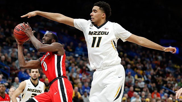 eorgia's William Jackson II, left, heads to the basket past Missouri's Jontay Porter, right, during the second half in an NCAA college basketball game at the Southeastern Conference tournament Thursday, March 8, 2018, in St. Louis. Georgia won 62-60. (AP