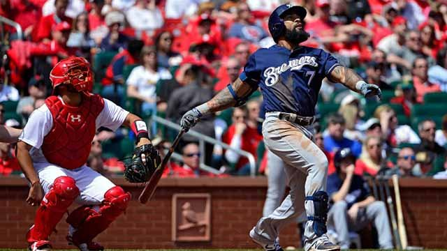 Eric Thames #7 of the Milwaukee Brewers hits a solo home run during the third inning against the St. Louis Cardinals at Busch Stadium on April 11, 2018 in St Louis, Missouri. (Photo by Jeff Curry/Getty Images)