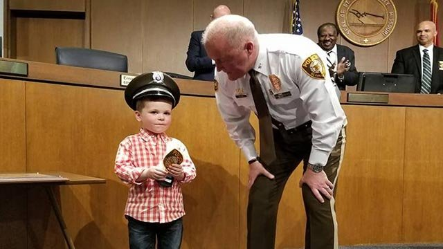 Auggie, 4, receiving his badge to be a St. Louis County Officer (Credit: St. Louis County / Twitter)