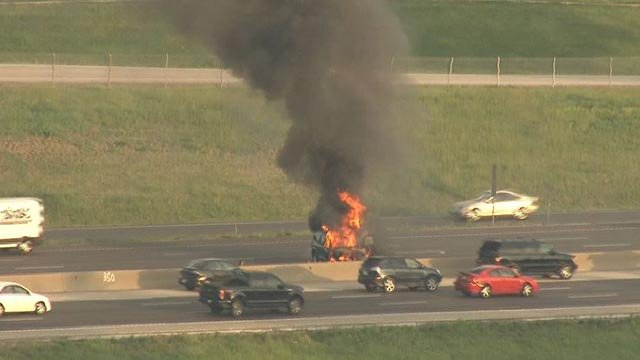 Skyzoom4 over a vehicle fire on southbound I-270 Monday (Credit: KMOV)