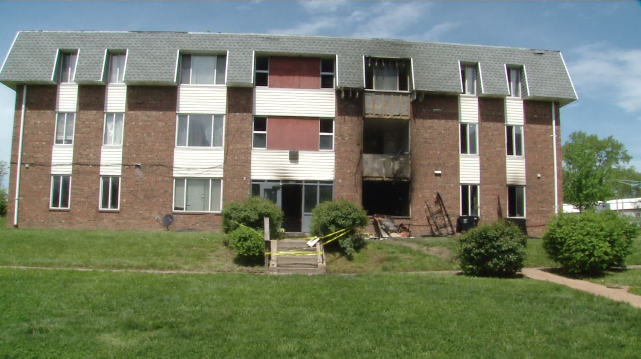 A man saved two after a fire broke out in his apartment complex Tuesday night.(Credit: KMOV)