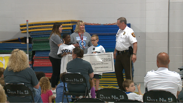 Metro East students honored local police offcers for all their hard work to keep to the community safe. (Credit: KMOV)