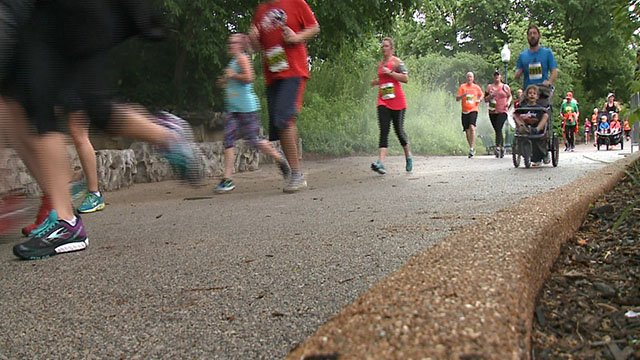 Participants at the Make Tracks Through Zoo Run got to run through the St. Louis Zoo's most scenic features. (Credit: KMOV)