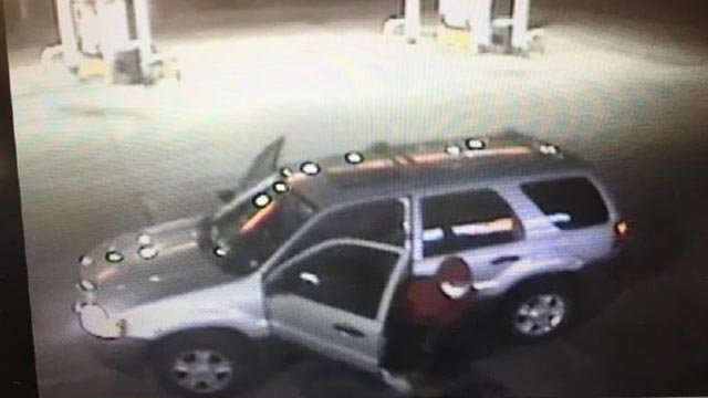 Surveillance photo of Circle K robbery suspects exiting a silver SUV Tuesday (Credit: St. Clair County Sheriff's Department)