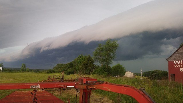 The shelf cloud looks similar to a giant tidal wave, as seen in this picture sent in by Channel 4 viewer Linda.