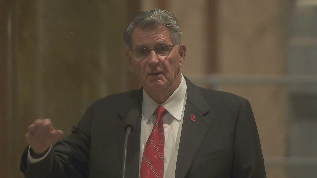 Mike Shannon gives a eulogy at Red Schoendienst's funeral in St. Louis. (Credit: KMOV)
