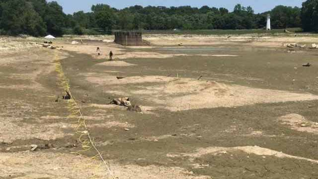 Engineers from Missouri S&T began surveying what's under Lake Chesterfield in an effort to find out why the lake is losing water. Credit: KMOV