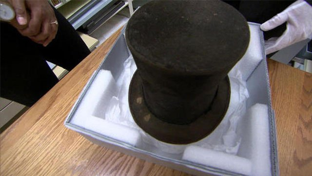 Abraham Lincoln's hat  at the Lincoln Presidential Library and Museum in Springfield, Illinois. CBS NEWS