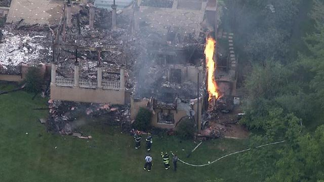 Flames at the pool house on South Warson Road (Credit: KMOV)