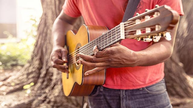 A man playing a guitar (Credit: Ryan McGuire / Pixabay)