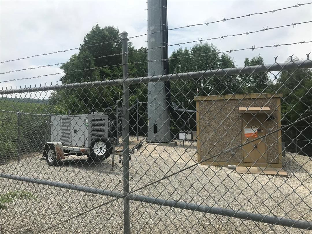 Thieves broke in and stole hundreds of feet of copper wire from 2 cellphone towers in the Barnhart area of Jefferson County.