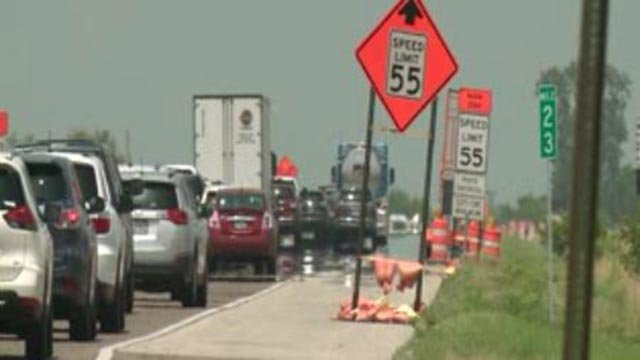 A backup on a stretch of Interstate 55 through the construction zone (Credit: KMOV)
