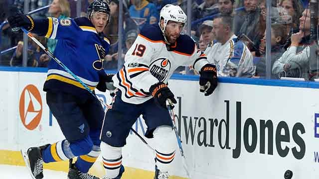 Edmonton Oilers' Patrick Maroon, right, and St. Louis Blues' Jay Bouwmeester on Nov. 21, 2017, in St. Louis. Maroon signed with the Blues in July 2018. (Credit: AP)