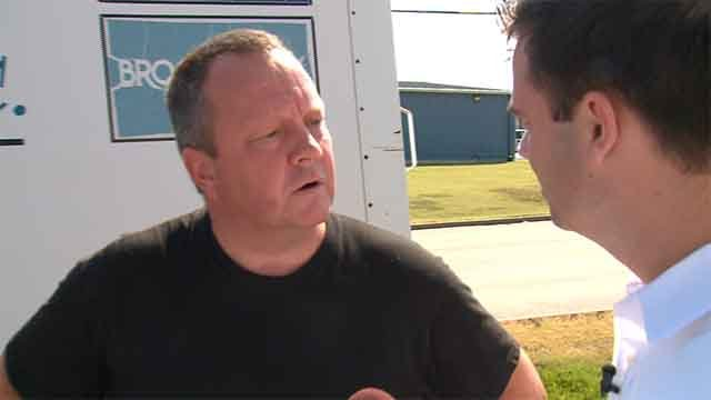Matt Chapman being confronted by News 4's Chris Nagus. Credit: KMOV