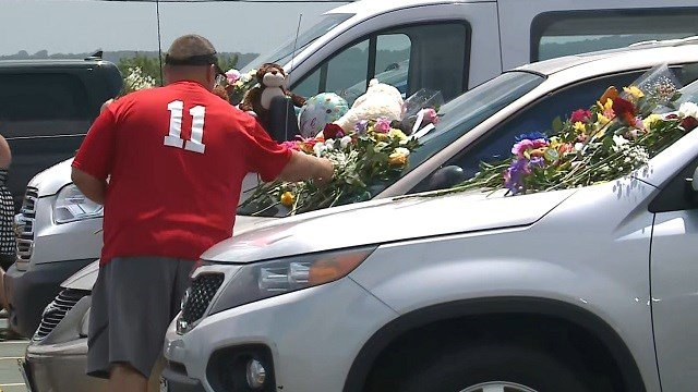 A memorial on cars in the Ride the Ducks parking lot in Branson. (Credit: KMOV)