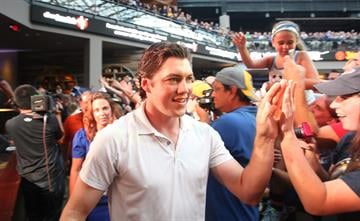 St. Louis Blues T.J. Oshie slaps hands with fans as he is introduced to the crowd during a rally in St. Louis on August 25, 2014. UPI/Bill Greenblatt By BILL GREENBLATT
