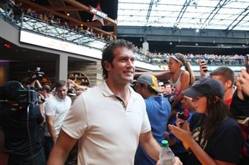 St. Louis Blues David Backes greets fans as he makes his way to the stage after being introduced during a rally in St. Louis on August 25, 2014.  UPI/Bill Greenblatt By BILL GREENBLATT