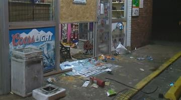 The Dellwood Market was looted late Sunday night. By Stephanie Baumer
