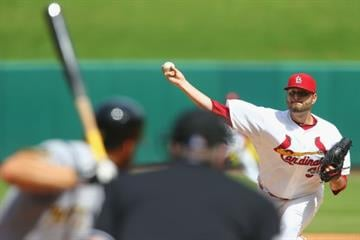 ST. LOUIS, MO - SEPTEMBER 1: Lance Lynn #31 of the St. Louis Cardinals pitches against the Pittsburgh Pirates in the third inning at Busch Stadium on September 1, 2014 in St. Louis, Missouri.  (Photo by Dilip Vishwanat/Getty Images) By Dilip Vishwanat