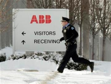 Police run into a building as they search for a gunman who walked into an ABB Power Plant, with an assault rifle and began shooting Thursday, Jan. 7, 2010, in St. Louis. (AP Photo/Jeff Roberson) By Jeff Roberson