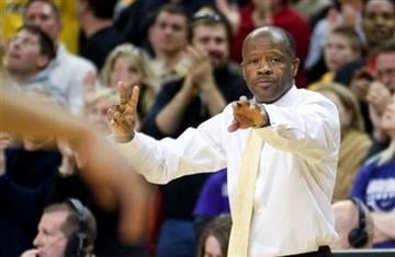 Missouri's Mike Anderson talks to players after a timeout during the second half of their NCAA basketball game against Kansas State Saturday, Jan. 9, 2010, in Columbia, Mo. Missouri won the game 74-68.   (AP photo/L.G. Patterson) By L.G. Patterson
