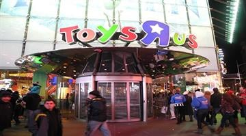 """Toys """"R"""" Us in Times Square opened its doors at 5 p.m. on Thursday for Black Friday shoppers this year ... even though it wasn't yet Friday. By Stephanie Baumer"""