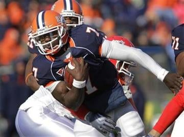 Illinois' Juice Williams (7) breaks free of the Fresno State's defense during the first half of an NCAA college football game in Champaign, Ill., Saturday, Dec 5, 2009. (AP Photo/Seth Perlman) By Seth Perlman