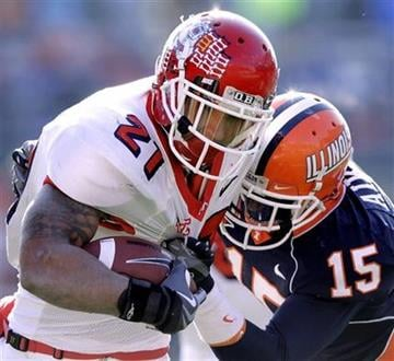 Fresno State's Ryan Mathews (21) carrie sthe ball as  Illinois' Chris Duvalt moves in during the second half of an NCAA college football game in Champaign, Ill., Saturday, Dec 5, 2009. (AP Photo/Seth Perlman) By Seth Perlman