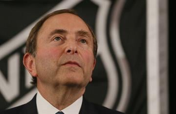 NEW YORK, NY - SEPTEMBER 13:  Commissioner Gary Bettman of the National Hockey League speaks to the media at Crowne Plaza Times Square on September 13, 2012 in New York City.  (Photo by Bruce Bennett/Getty Images) By Bruce Bennett