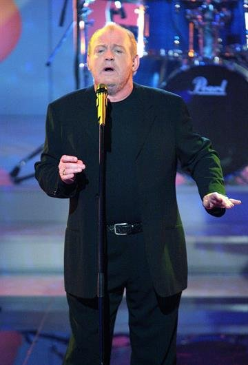 "BERLIN - DECEMBER 6:  Joe Cocker appears at the ""Die Hit Giganten - Das Weihnachtsspecial"" live broadcast of the German TV Christmas special at Studios Adlershof on December 6, 2004 in Berlin, Germany. (Photo by Tom Maelsa/Getty Images) By Tom Maelsa"