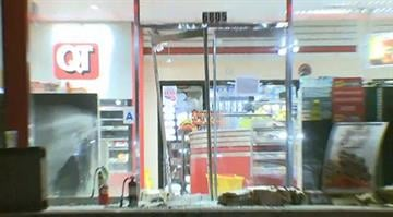 There are reports that a fire was set and looting took place at a QuikTrip in Berkeley, Missouri early Wednesday morning. By Stephanie Baumer