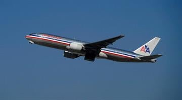 LOS ANGELES, CA - FEBRUARY 01: American Airlines passenger planes takes off from Los Angeles International airport on February 1, 2012 in Los Angeles, California. By KMOV Web Producer