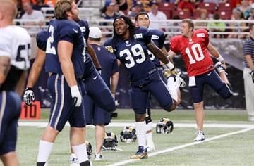 St. Louis Rams Steven Jackson stretches before  the Fan Fest scrimage at the Edward Jones Dome in St. Louis on August 4, 2012.    UPI/Bill Greenblatt By BILL GREENBLATT