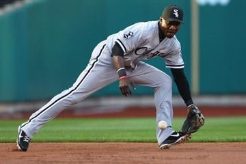 ST. LOUIS, MO - JUNE 12: Orlando Hudson #5 of the Chicago White Sox fields a ground ball against the St. Louis Cardinals at Busch Stadium on June 12, 2012 in St. Louis, Missouri.  (Photo by Dilip Vishwanat/Getty Images) By Dilip Vishwanat