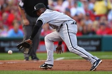 ST. LOUIS, MO - JUNE 13: Orlando Hudson #5 of the Chicago White Sox fields a ground ball against the St. Louis Cardinals at Busch Stadium on June 13, 2012 in St. Louis, Missouri.  (Photo by Dilip Vishwanat/Getty Images) By Dilip Vishwanat