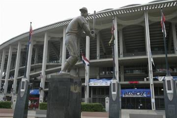 """ST LOUIS - JULY 18:  Statue of Stan """"The Man"""" Musial #6 of the St. Louis Cardinals (1941-1963) is outside of Busch Stadium on July 18, 2004 in St. Louis, Missouri. (Photo by Dilip Vishwanat/Getty Images) By Dilip Vishwanat"""