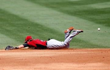 JUPITER, FL - MARCH 14:  Jed Lowrie #4 of the Houston Astros dives for a ball during a game against the St. Louis Cardinals at Roger Dean Stadium on March 14, 2012 in Jupiter, Florida.  (Photo by Sarah Glenn/Getty Images) By Sarah Glenn
